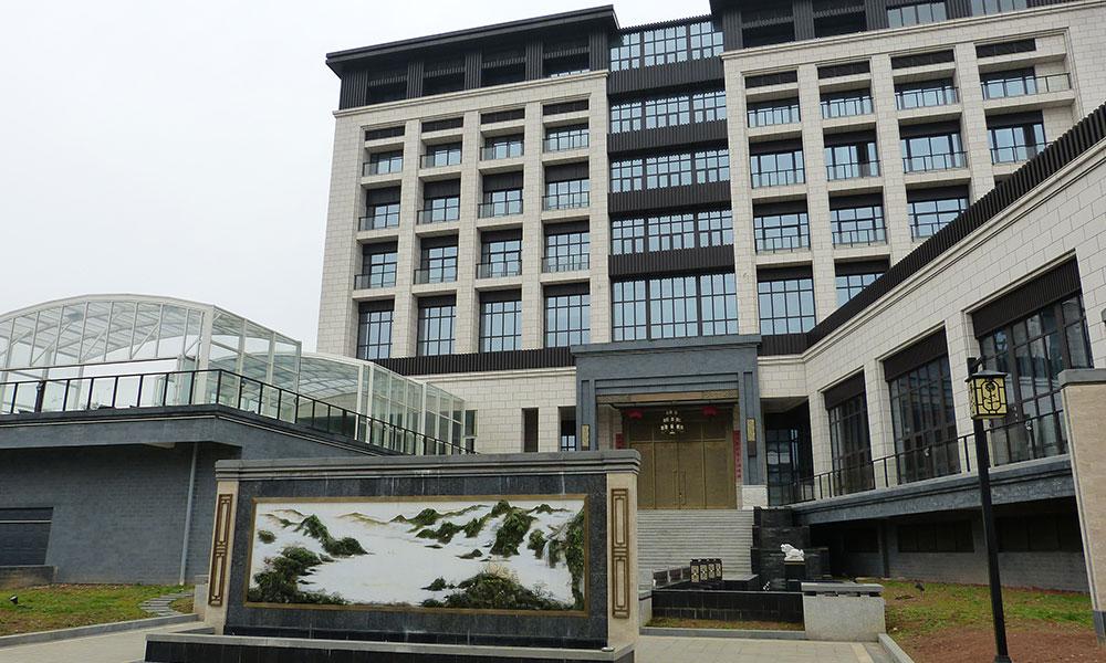 Public pool enclosures - Hotel, China