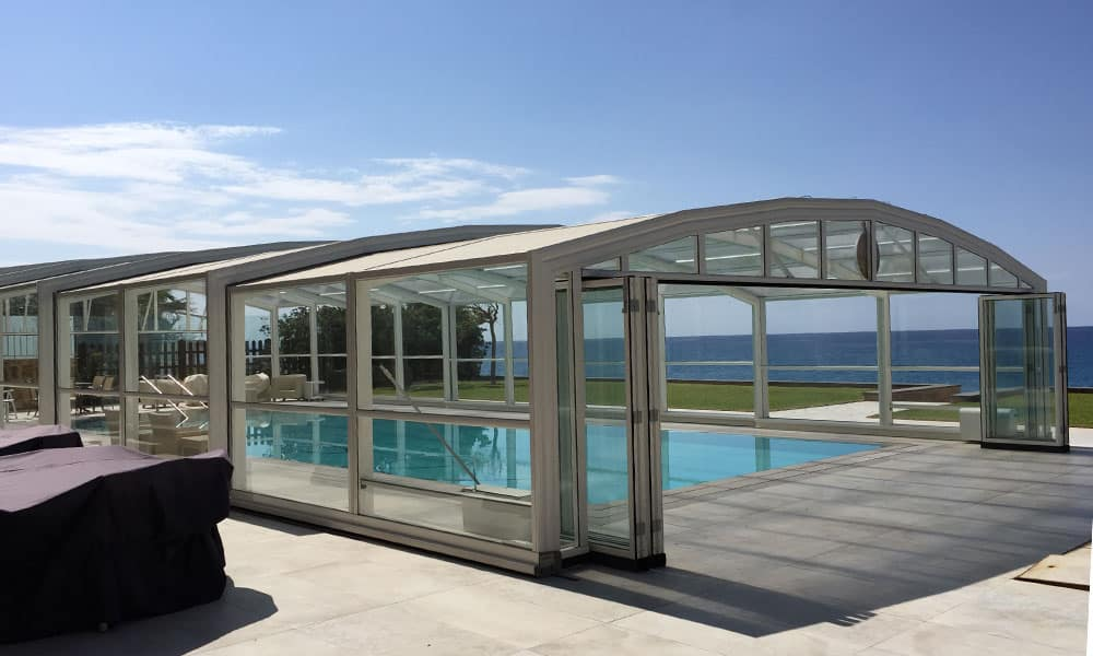 Maestro high level enclosure - Pool enclosure by the sea