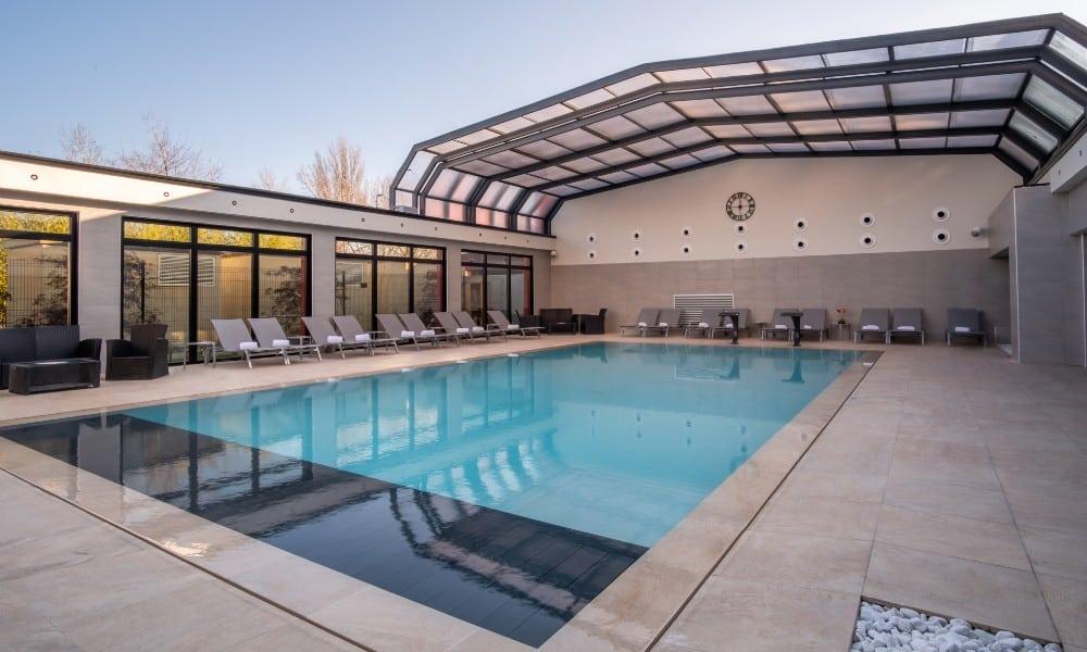 Public pool enclosures - Hotel Kyriad, France
